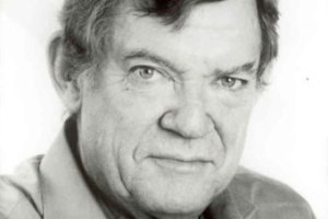 robert hughes b and w